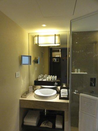Ambassador Hotel Taipei: 洗面台