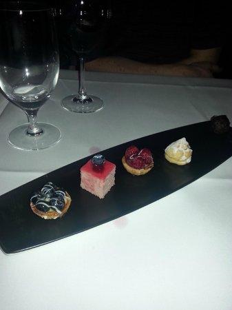 Restaurant Le Faubourg: Kleinigkeiten zum Dessert (ging aufs Haus)