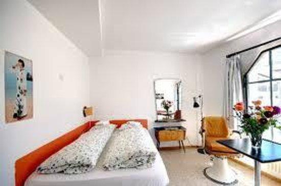 Basel Backpack : schönes grosses Zimmer