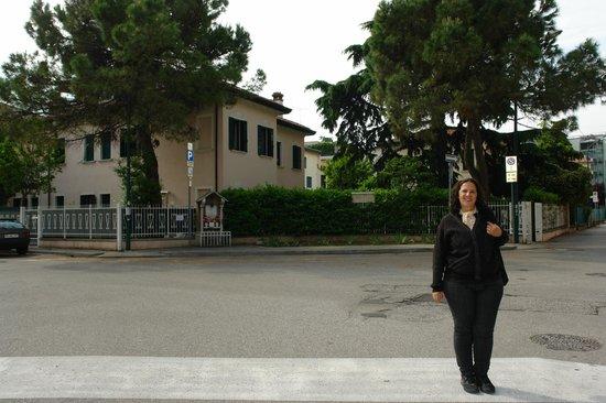 Villa Crispi: hotel visto da rua.