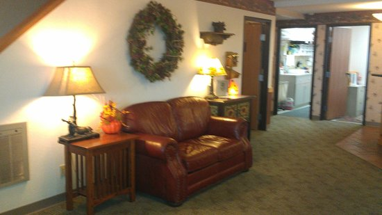 Super 8 Baxter/brainerd Area: Comfortable Lobby