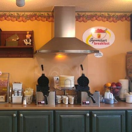 Super 8 Baxter/brainerd Area: Super Start Breakfast