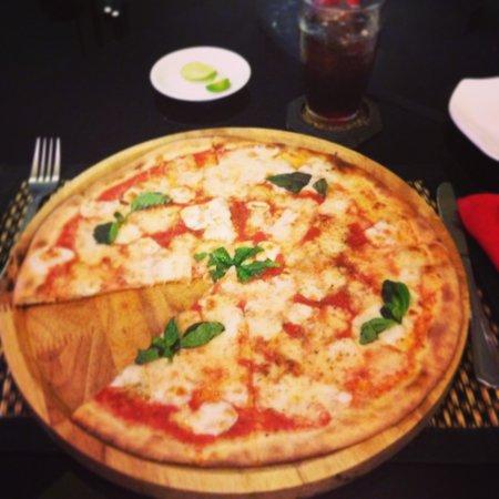 La Bocca Italian Restaurant and Pizzeria : Pizza margherita