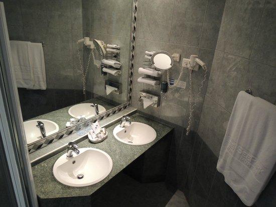 Hotel SeePark: Badezimmer