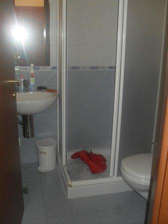Hotel Gabbiano: piccolo bagno