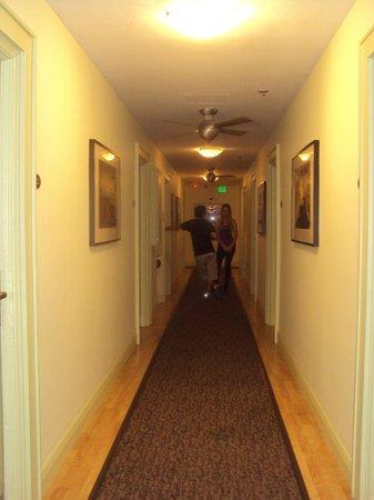 The Kent Hotel: Corredor