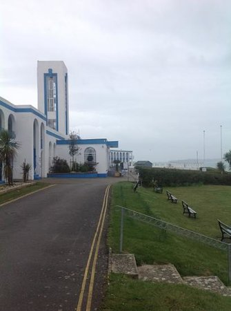 Riviera Hotel: front with sea view