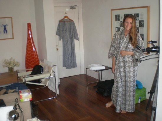 TARA Guest House: Decent sized room and comfy robes