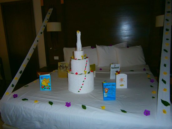 Coral Sea Aqua Club Resort: Birthday towel art