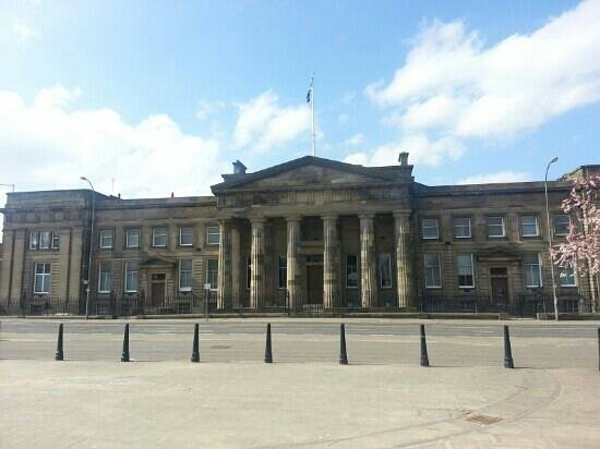 Glasgow Green: nearby High Court