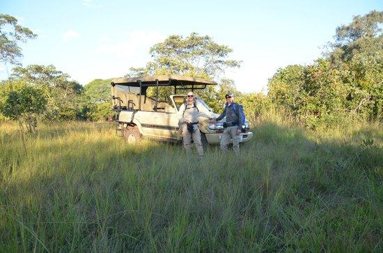 Leopard Lodge : safari vehicle