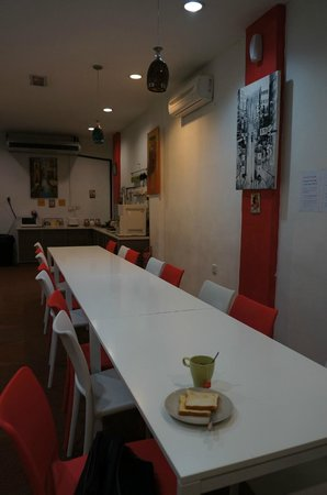 Suzie's Guesthouse and Hostel: big and beauty dining area