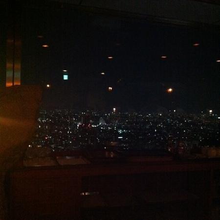 Mon cher ton ton Shinjuku: デザートの席からの夜景