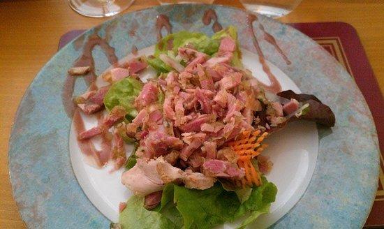 Les Pieds dans le Plat: entrée: salade de jambonnades :) pas trop vinaigré, très bon !