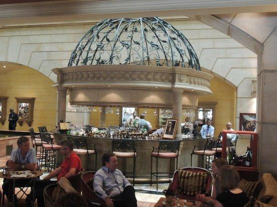 Michelangelo Hotel: Bar area
