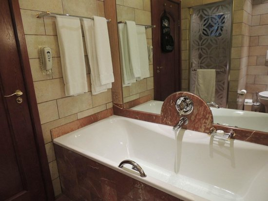 Michelangelo Hotel: Fabulous tub