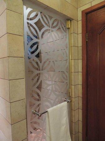 Michelangelo Hotel: Nice shower