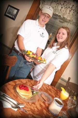 Ashley-Drake Historic Inn and Gardens: Cameron and Linden - Your Servers