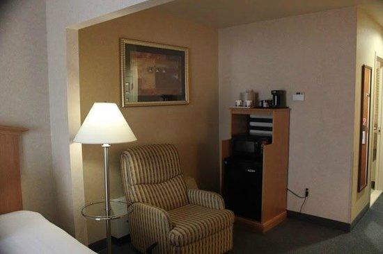 Marco LaGuardia Hotel by Lexington: Reclining chair-lazy boy, very nice!