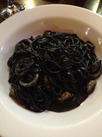 Galleria Italiana: My delicious squid and mussel, squid ink spaghetti!