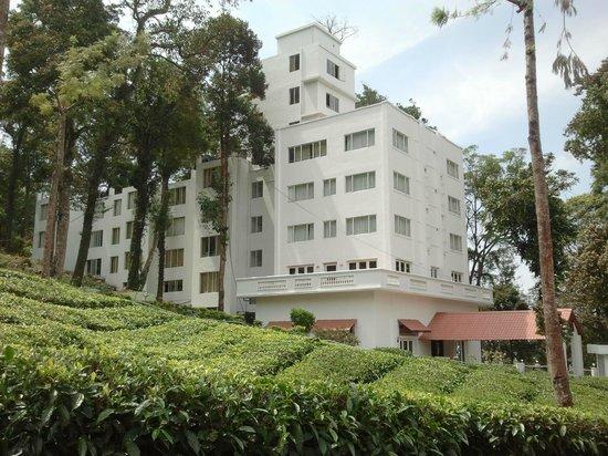 Oak Fields: Front View of the Hotel