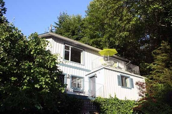 Beachside by the Bay: Island Vista Cottage, private entrance, self contained, waterfront location