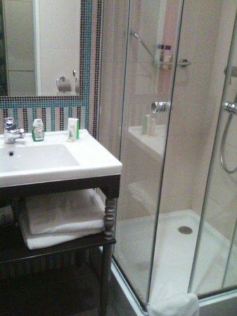 La Prima Fashion Hotel: Baño adecuado