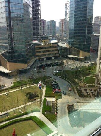 JW Marriott Hotel Beijing: Vista del habitación piso 12, se ve el centro comercial