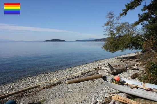 Beachside by the Bay: UNIQUE Private WEST FACING beach area, walkable shoreline, summer swimming and beachfires,