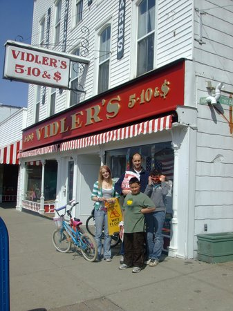 Vidler's 5 & 10: Stepping back in time in a old fashion 5 & 10 store