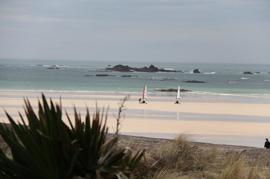 Le Braye: The beach in front