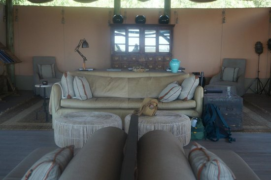 Wilderness Safaris DumaTau Camp: Lounge area in main tent