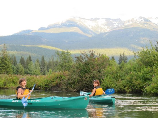 Whistler Eco Tours : Kayaking the River of Golden Dreams with WET
