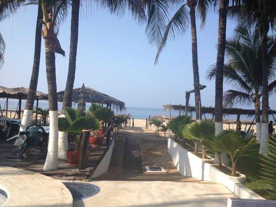 Hotel Casa Blanca: Acceso a zona de playa