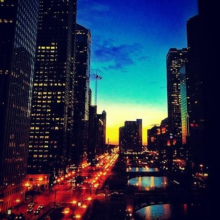Wyndham Grand Chicago Riverfront: view from room at sunset