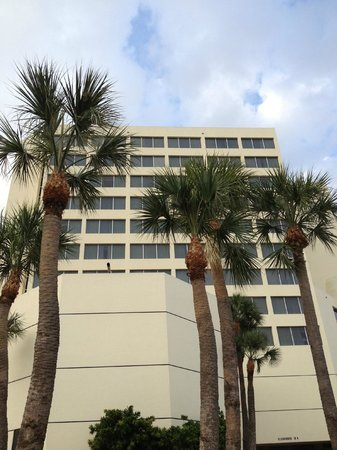 Holiday Inn Palm Beach-Airport Conference Center: Exterior