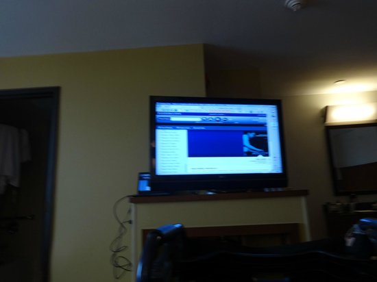Hyatt Place Milwaukee Airport: data port