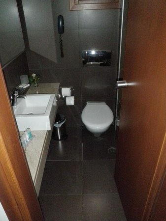 Aressana Spa Hotel and Suites: Shower behind door