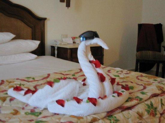 Sunrise Diamond Beach Resort: The 'Towel Art' of the Housekeeping staff.