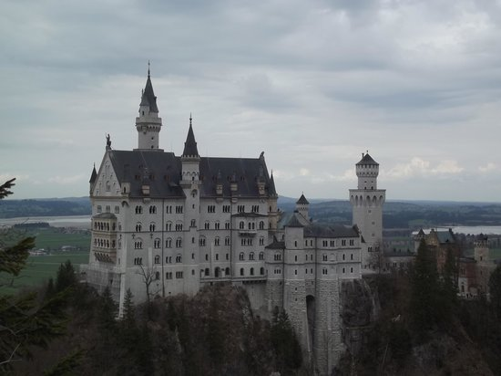 Gray Line München: Castle from Marien Bridge