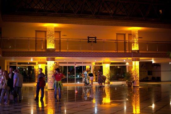 Holiday Park Resort: В холле отеля