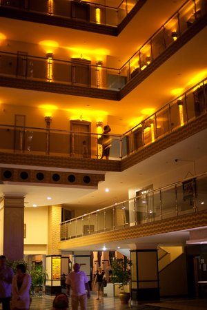 Holiday Park Resort: Первый холл отеля
