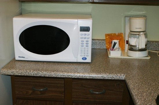 The Recreation Inn & Suites: All rooms with microwave and fridge