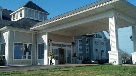 Holiday Inn Express Mystic: Hotel from Outside