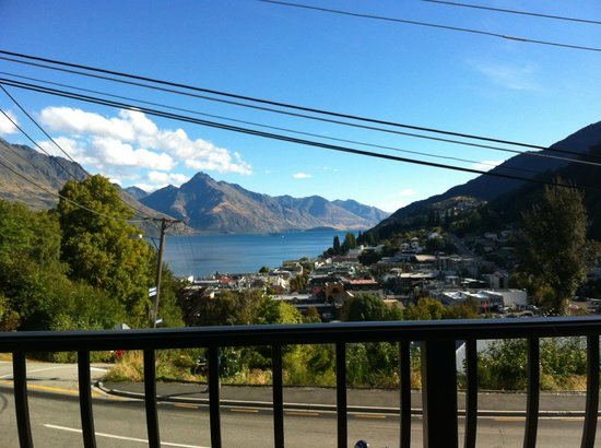 Queenstown House Boutique Bed & Breakfast & Apartments: View from our balcony in our room