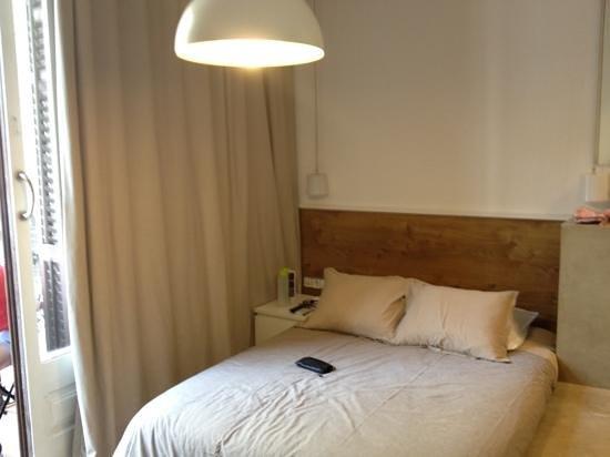 Hostal Cien: small bed