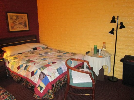 Fallbrook Country Inn: bed room