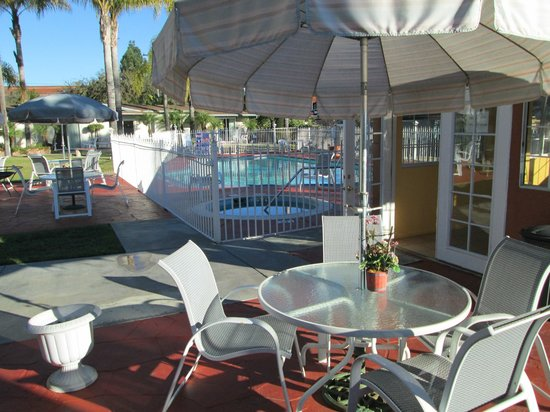 Fallbrook Country Inn: pool area