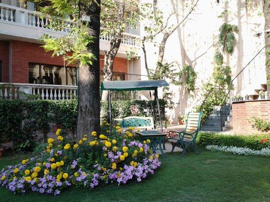 The Estate: Lovely garden