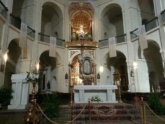 Concatedral de San Nicolás de Bari: altar of the church